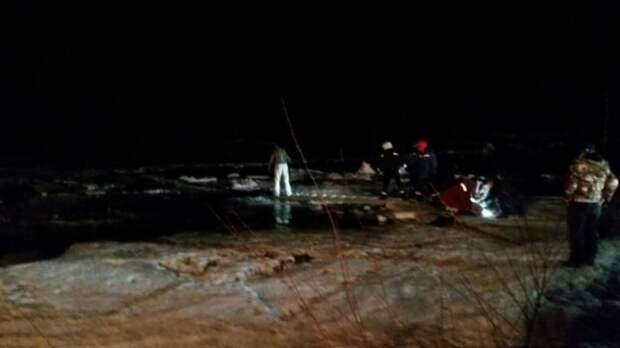Автомобиль провалился под лед под Иркутском, один человек погиб