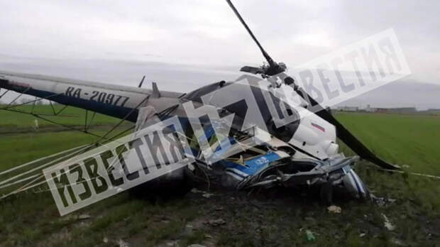 Фото с места крушения вертолета во время сельхозработ на Кубани