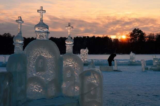 Ледяной город на Раифском озере