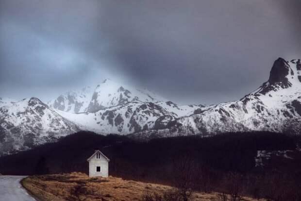 zabroshennye-udalennye-doma-za-severnym-polyarnym-krugom-fotograf-Britt-Mari-Bay_17