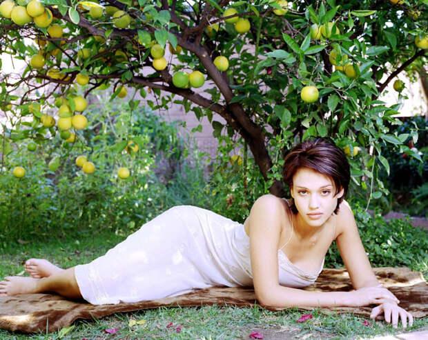 Джессика Альба (Jessica Alba) в фотосессии Патрисии де ла Роса (Patricia de la Rosa) для журнала Maxim (1999), фото 10