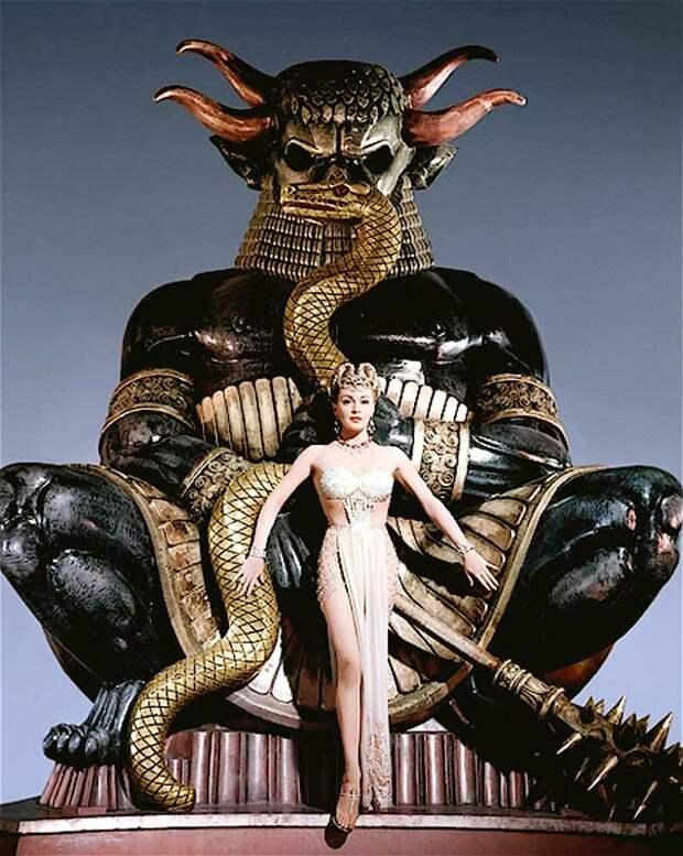 Неподражаемая Лана Тернер в образе языческой жрицы, фильм «Блудный сын» 1955 год.