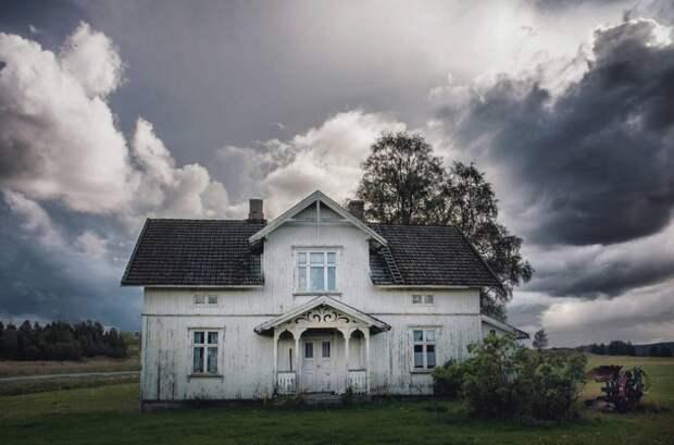 zabroshennye-udalennye-doma-za-severnym-polyarnym-krugom-fotograf-Britt-Mari-Bay_6