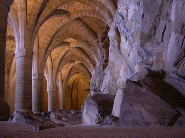 Шильонский замок: воспетый Байороном и Гюго