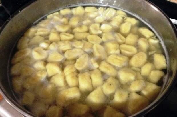Картофельные ньокки в томатном соусе с цуккини