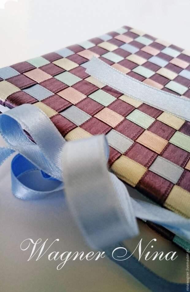 мастер-класс как своими руками сделать плетеную из ленточек обложку