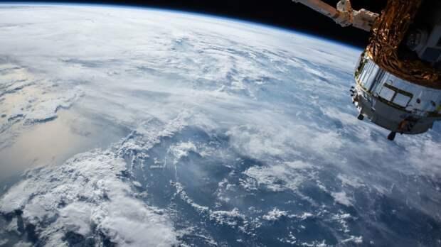 Китайский корабль «Шэньчжоу-12» успешно совершил стыковку с орбитальной станцией