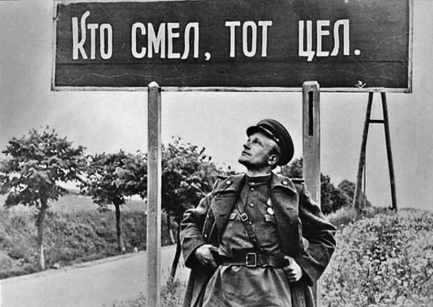 75-Фотокорреспондент ТАСС и газеты «Красноармейская правда» Михаил Савин.jpg