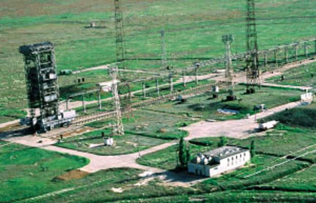 """Стартовый комплекс ракеты-носителя """"Космос-3М"""". Капустин Яр."""
