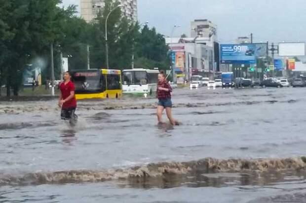 01-07-2015-zatopilo-dozhd-grad-groza-molniia-32