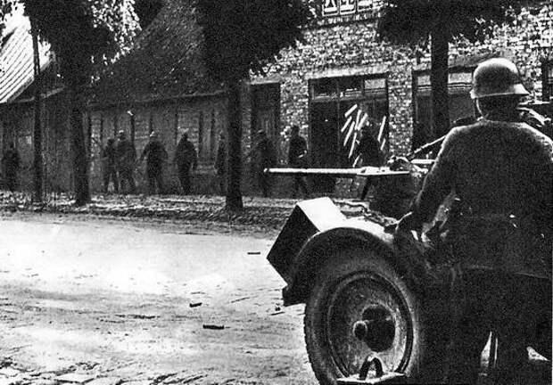 Гитлеровцы на улицах Лиепаи