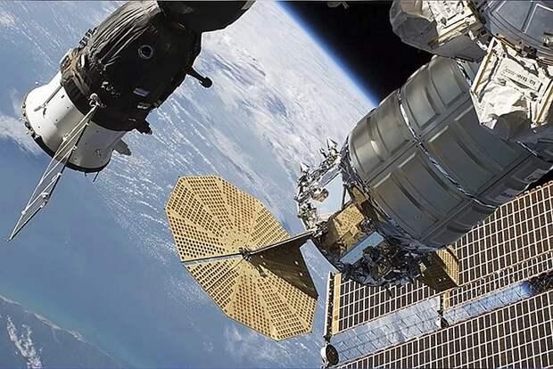 Видео приземления корабля «Союз МС-17» с тремя космонавтами показал Роскосмос