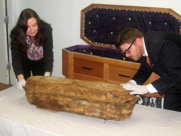 Миранду похоронят в том же гробу, что приготовили для нее родители, вложив в новый – из вишневого дерева. девочка, доброта, интересно, история, наука