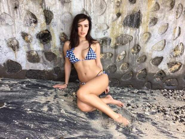 Обнаженная Серябкина попросила совета у фанатов