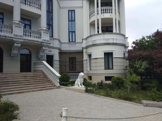 «Дисциплинированный он, молодец». Власти Крыма рассказали, сколько платит Зеленский за свой пентхаус в Ливадии