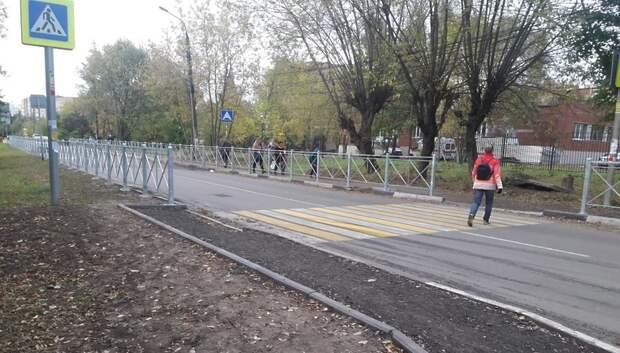Подрядчик установил дорожное ограждение вблизи школы в Подольске
