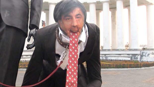 В Одессе установили памятник Саакашвили и Обаме