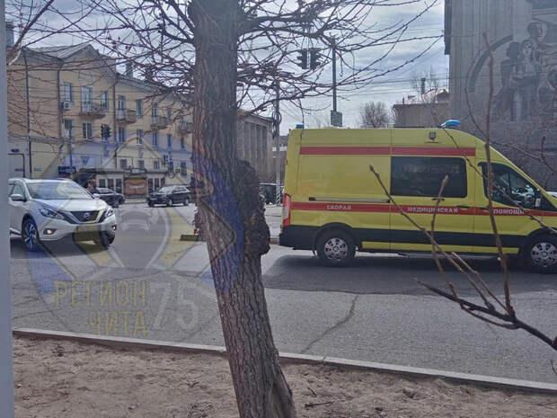Пешеход попал под колеса кроссовера на ул.Бабушкина в Чите