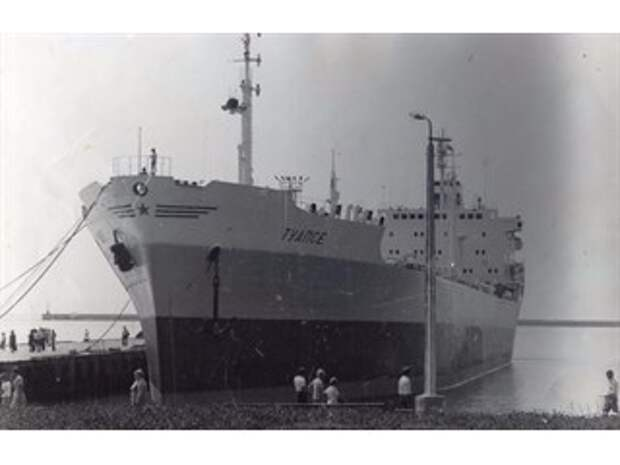 Как китайцы захватили советский танкер...