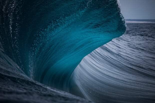Австралийский фотограф десятки лет снимал волны. Вот его самые сильные фото