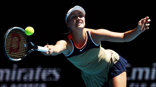 Потапова разгромно проиграла Крейчиковой в 1/4 финала турнира в Дубае