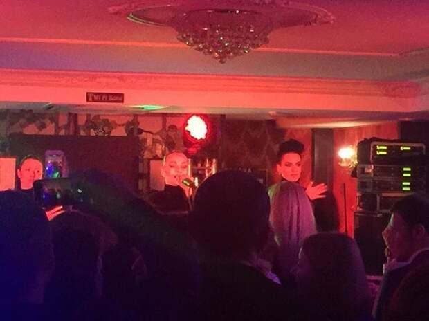 На корпоративе у Кличко заказали певицу с голой грудью (фото)