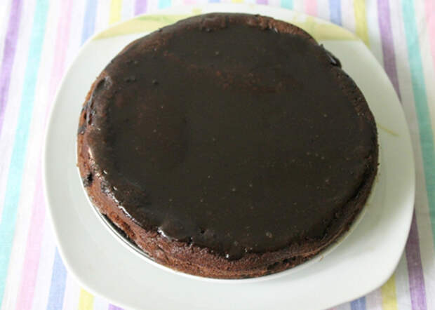 Шоколадный кекс с шоколадной глазурью и фундуком: рецепт с пошаговой фотоинструкцией