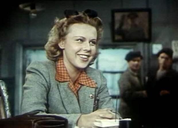 Лариса Кронберг в фильме «Большая семья» (1954)