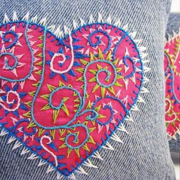 Вышитые джинсовые подушки