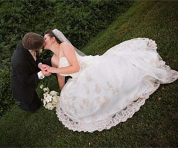 Свадебный маркетинг: посуда для разбивания на счастье