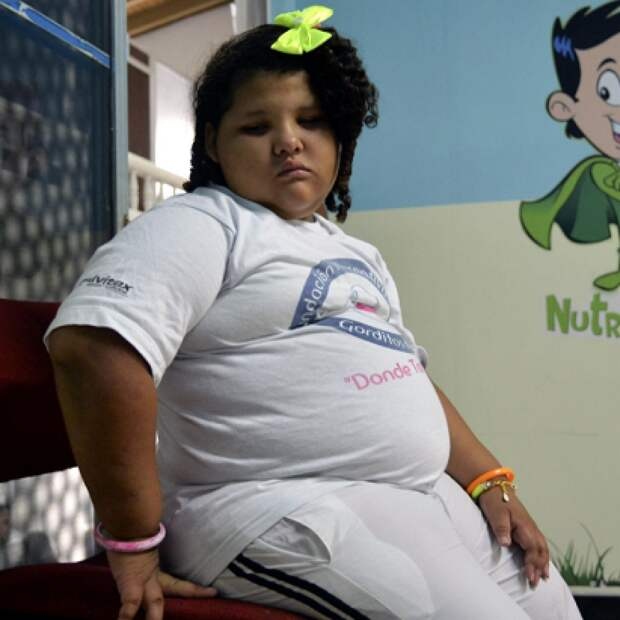 Ни один здоровый ребенок не умрет от голода при наличии еды - захочет есть, поест, нет - значит такова потребность его организма.