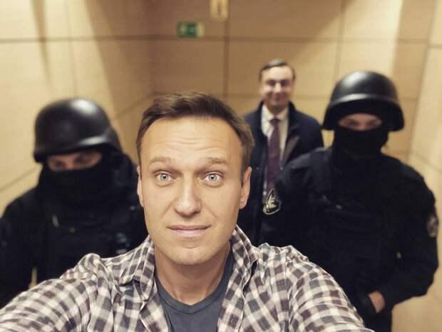 Политолог: зачем команда Навального собирает намитинги ботов