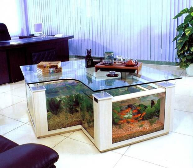 Столик-аквариум из стекла фото