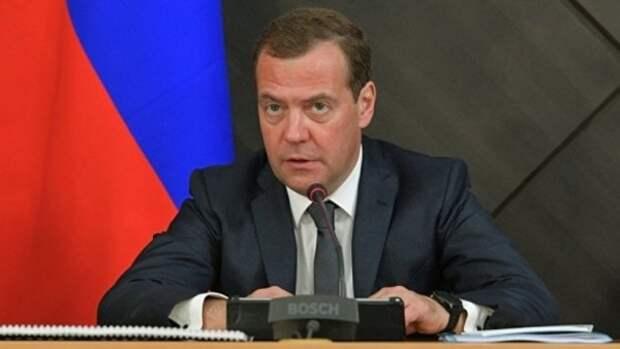 Россияне разгневались на Медведева: «Это не «горькое лекарство», это нормальная клизма»