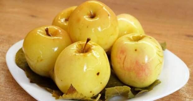 Мочёные яблоки на смородиновых листьях. Бабушкин рецепт - быстро, полезно и просто 2