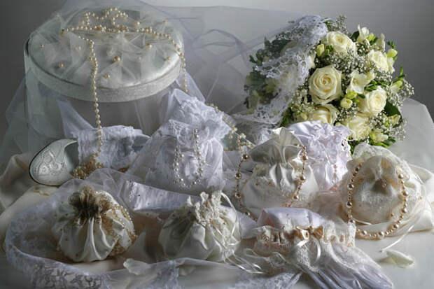 Крайняя плоть, миллион лайков и другие странные вещи, которые получали невесты в приданое