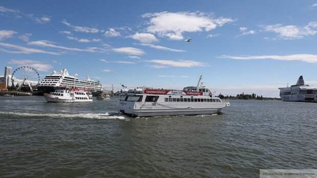Паром с 301 пассажиром сел на мель у берегов Финляндии