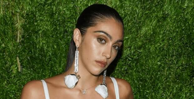 Дочь Мадонны снова раскритиковали за небритые подмышки