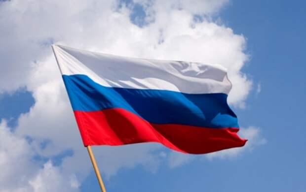 Севастопольцы продают и покупают флаги России