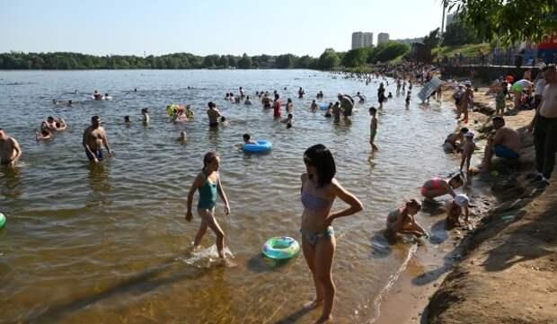 Москвичам рассказали о рисках заражения коронавирусом при купании в водоеме