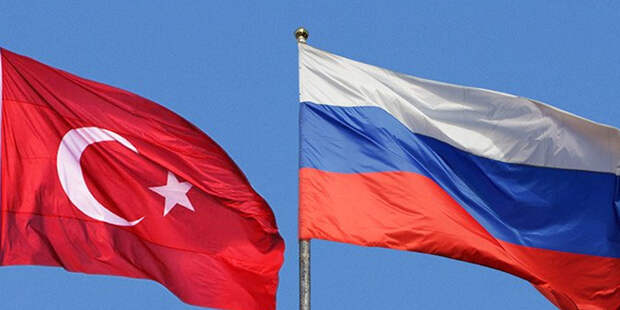 В Турции мужчина напал на россиян