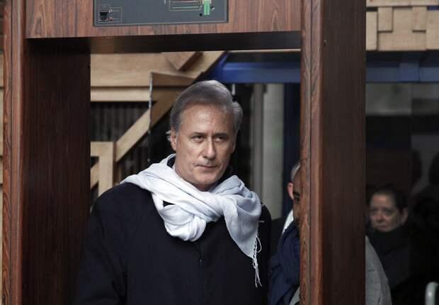 Осужденный мэр-насильник руководит городом по переписке из тюрьмы