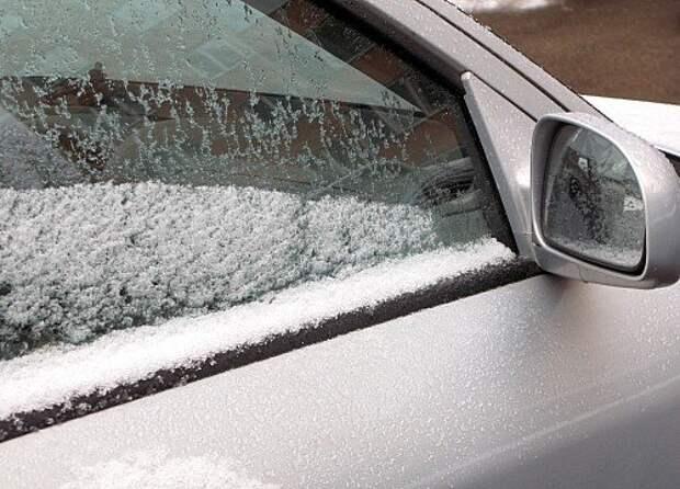 Места прилегания резинового уплотнителя к дверным стеклам освобождать ото льда желательно с помощью автохимии