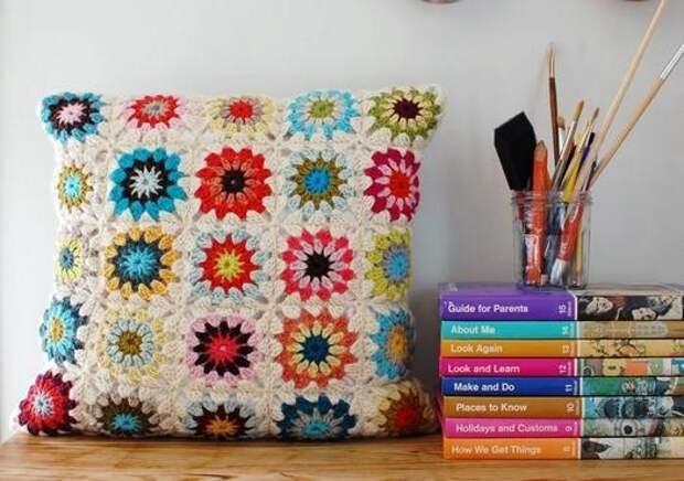 фото вяжем декоративные подушки из мотивов крючком