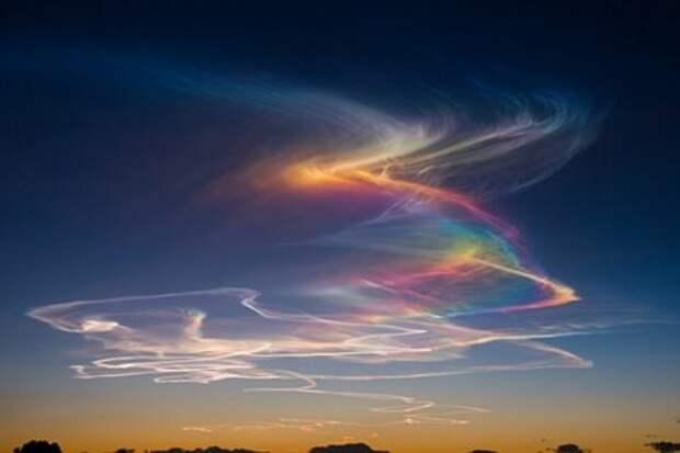 Огненная радуга в небе