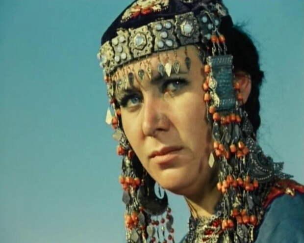 Актрисы сыгравшие жен Абдуллы в  Белом солнце пустыни.