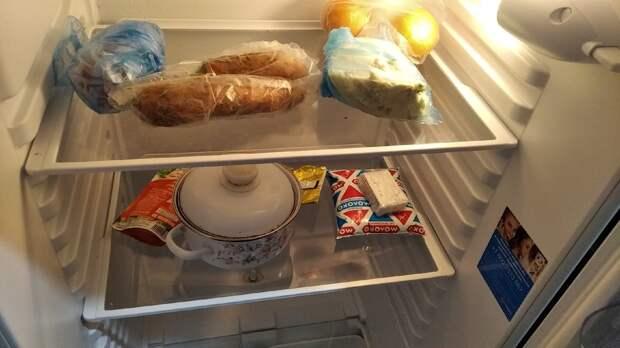 Что лежит в холодильнике у простой одинокой пенсионерки, и как у неё дома, сфоткала в гостях