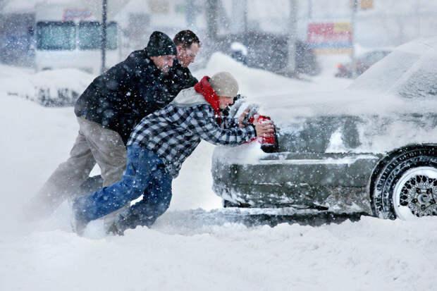 Что делать, если машина застряла в снегу?