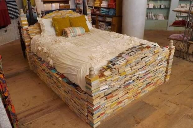 Кровать из книжек