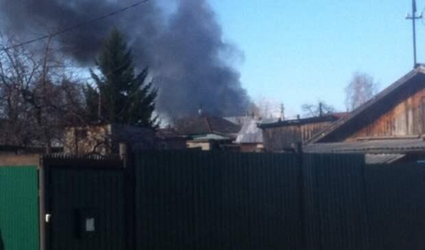 В Тюмени на улице Гагарина спасатели 42 минуты тушили большой дом